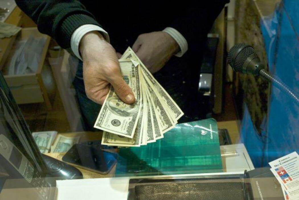 Essa nuevas medidas harán que inmigrantes puedan enviar su dinero de man...