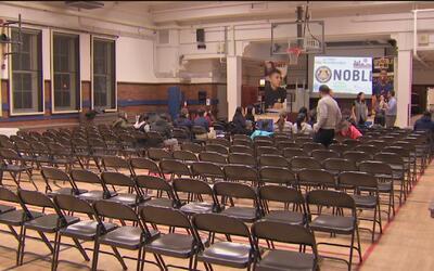 Estudiantes inmigrantes de las escuelas NOBL reciben un taller sobre sus...