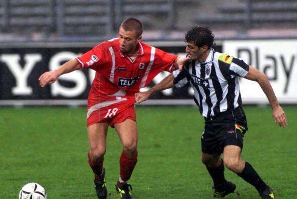 El italiano nació el 12 de julio de 1982 en Bari y fue con el equipo de...
