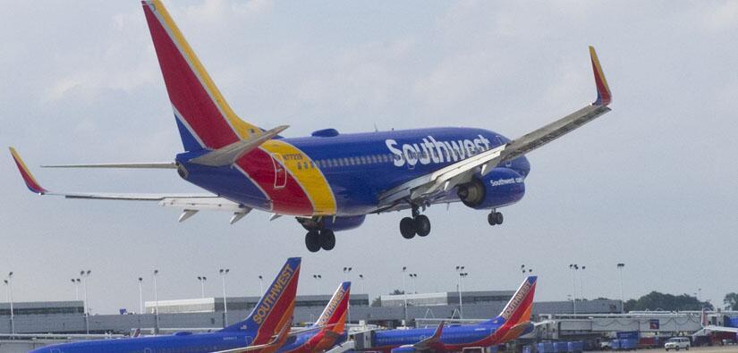 Aterrizaje de emergencia en LAX por pelea en vuelo