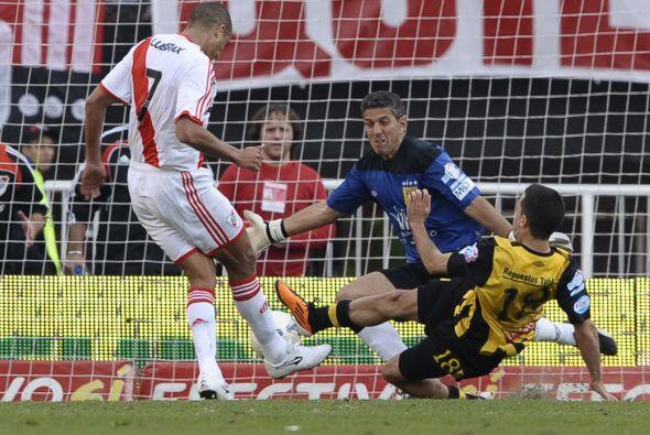 El triunfo se logró con doblete del futbolista francés de...