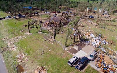 Nueve muertos y decenas de heridos dejan tornados que han golpeado el ce...