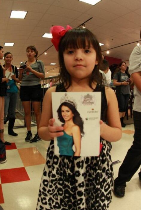 Te dejamos con las imágenes de la visita de la reina a la tienda Curacao...