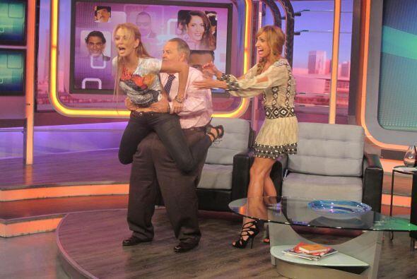 La actriz tuvo momentos de mucha diversión al intentar una difícil carga...