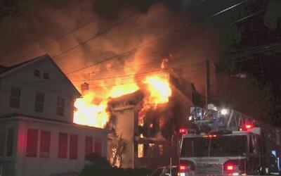 10 personas evacuadas y cuantiosos daños materiales por fuerte incendio...