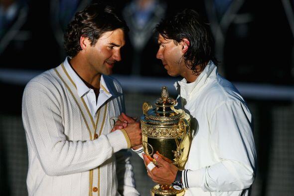 Aquel año lo completó con una victoria en Wimbledon, ante un Federer que...