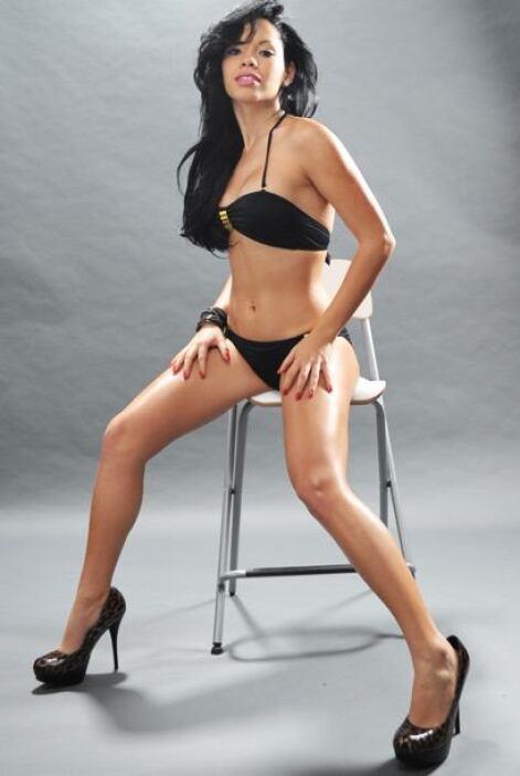 Esta bella latina quiere que votes por ella.