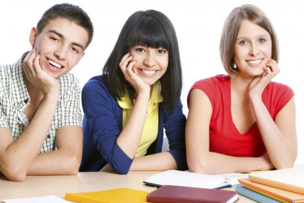Busca dinero gratis- Sustituye deuda con becas. Sitios web como students...