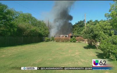 Autoridades investigan un incendio al sur de Austin