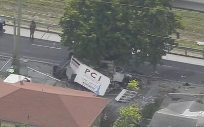 El conductor de un camión murió al estrellarse con un árbol en el noroes...