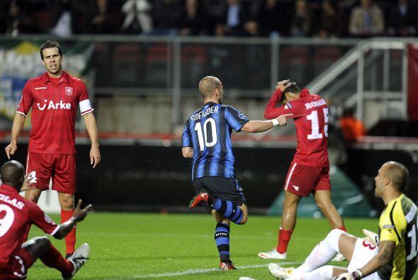 Wesley Sneijder adelantó a los interistas.