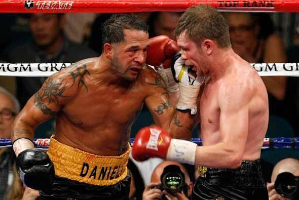 Santos se mostró un poco lento en esta pelea, aunque domin&oacute...