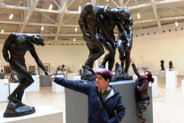 Saludando a nuestros amigos las estatuas… Creo que así no es jaja...
