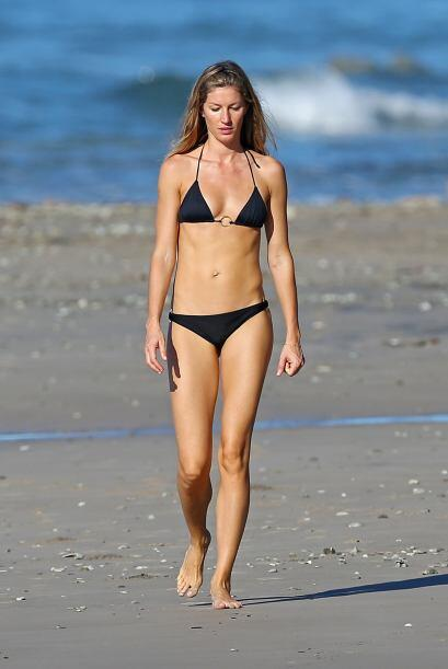 Encontramos a la guapa Gisele Bündchen de paseo por las playas de C...