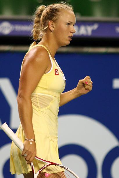 La danesa Caroline Wozniacki, número uno mundial venció en tres sets a l...
