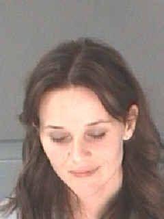 """""""¿Sabes quién soy?"""", preguntó incesante Reese Whiterspoon al policía que..."""