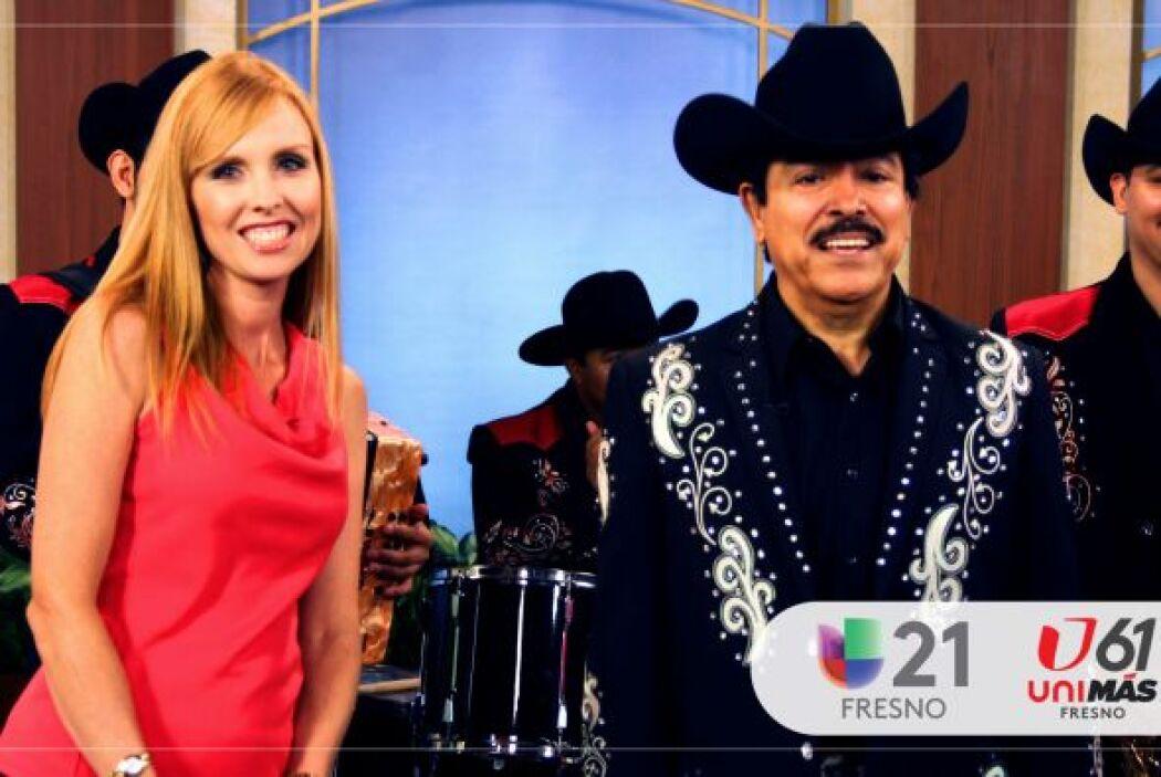 En su visita a Arriba Valle Central, Lorenzo De Monteclaro cantó en excl...