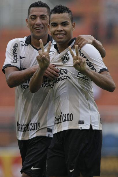 El ´Timao´empató 1-1. El delantero Dentinho, en la fo...