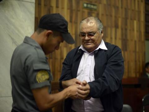 El juicio contra un exjefe policial por la matanza de 37 personas, tres...
