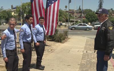 Comunidad de Boyle Heights hace guardias y rinde tributo a los militares...