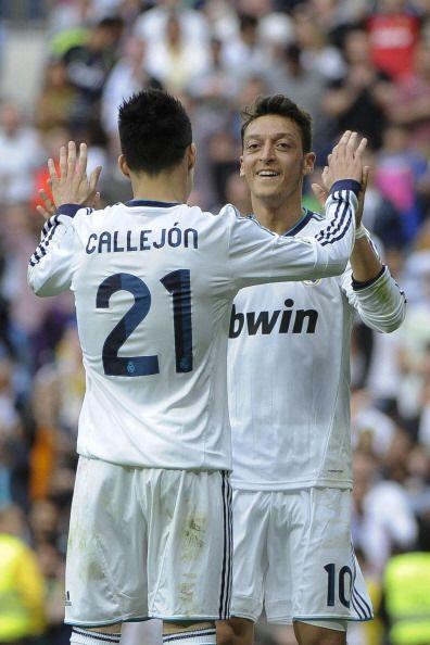 El alemán se combinó con Callejón para un gran gol.