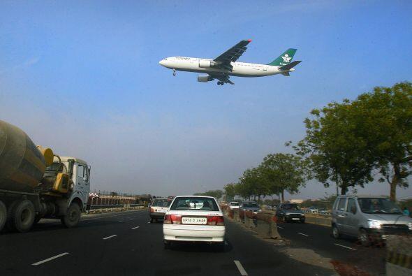 """3. India 1996 """" Dos aviones chocan a pleno vuelo sobre el pueblo de..."""