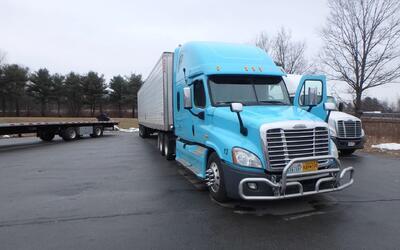 Este el camión trailer en el que se efectuó la peligrosa t...