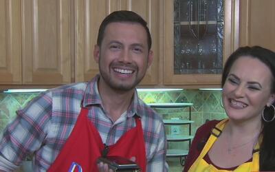 Llamada sorpresa para la mamá de Becky G mientras cocinaba