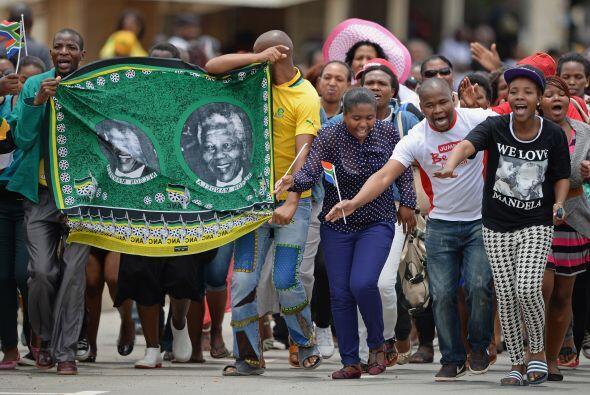 Mandela falleció el 5 de diciembre a los 95 años rodeado d...