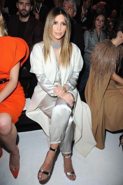 Kim Kardashian se quedó quieta en primera fila en el desfile de Stephane...