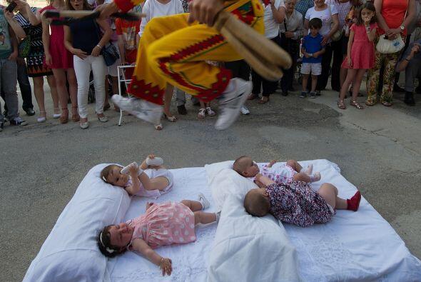 También conocido como el Salto del Colacho simboliza la lucha contra el...
