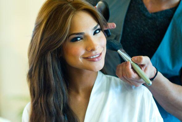 Y aquí las fotos de Alejandra Espinoza previo a la boda, siendo maquilla...