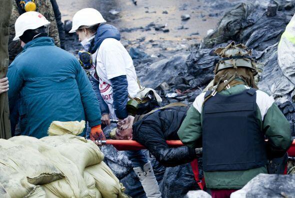 Al menos 25 personas han fallecido, entre ellas nueve policías, s...