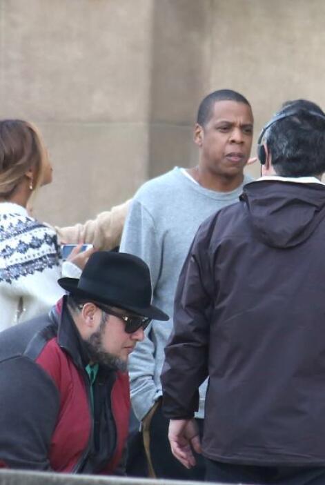 Jay Z estuvo cargándola un rato. Más videos de Chismes aquí.