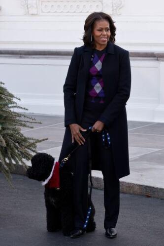 La Primera Dama muy atenta a la ceremonia. Mira aquí los videos más chis...