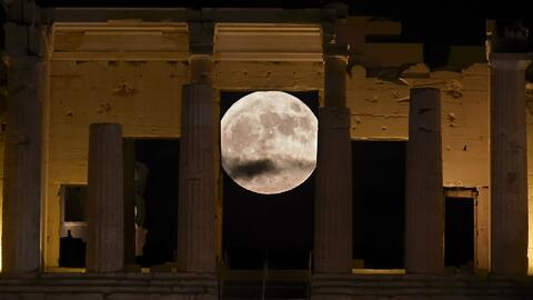 Así se observó la superluna de diciembre en Atenas