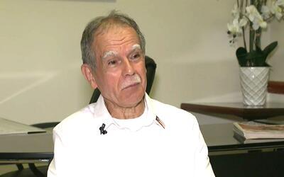 Oscar López regresa a Chicago después de 35 años en prisión y manifiesta...