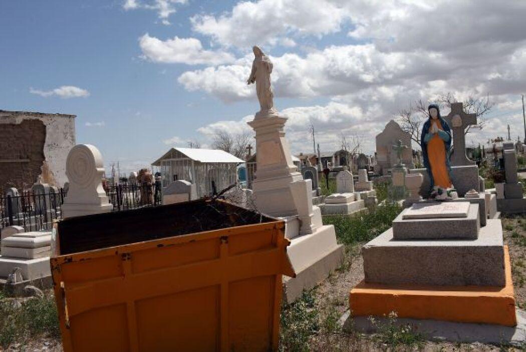 Muchos de los mausoleos que adornan el cementerio de Ciudad Juárez perte...