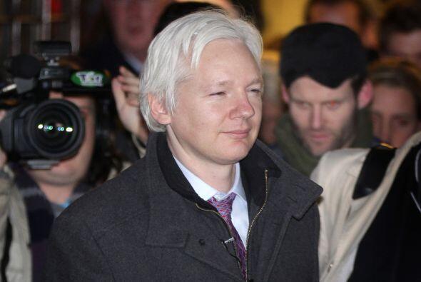Agosto 16- Ecuador concede asilo diplomático al fundador de Wikileaks, J...
