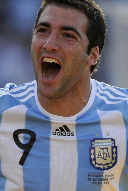 Gonzalo Higuaín festejando el segundo gol argentino, el ´Pi...