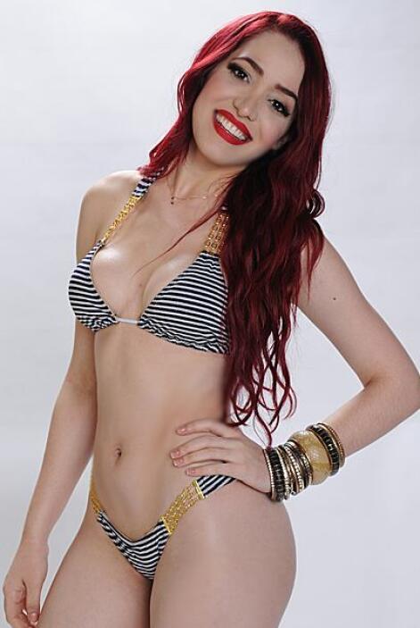Para ella un buen bikini es aquel que se pegue por completo al cuerpo pa...