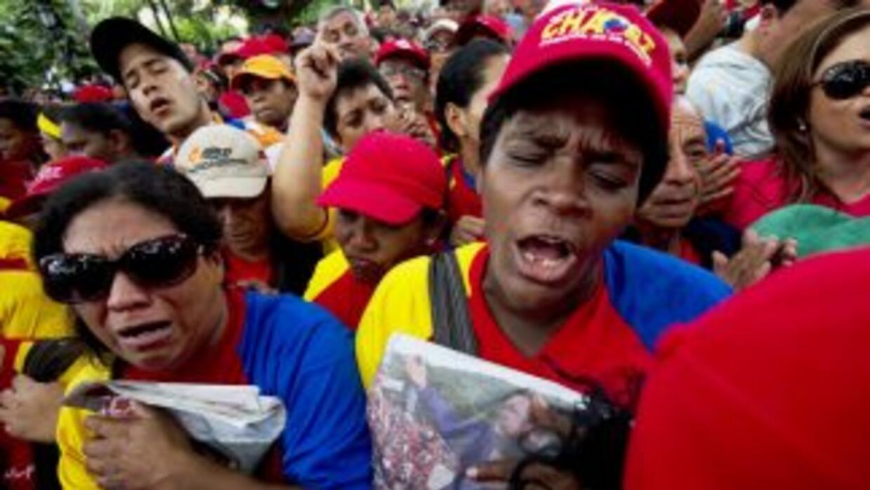 Cientos se seguidores del presidente Hugo Chávez salieron a las calles p...