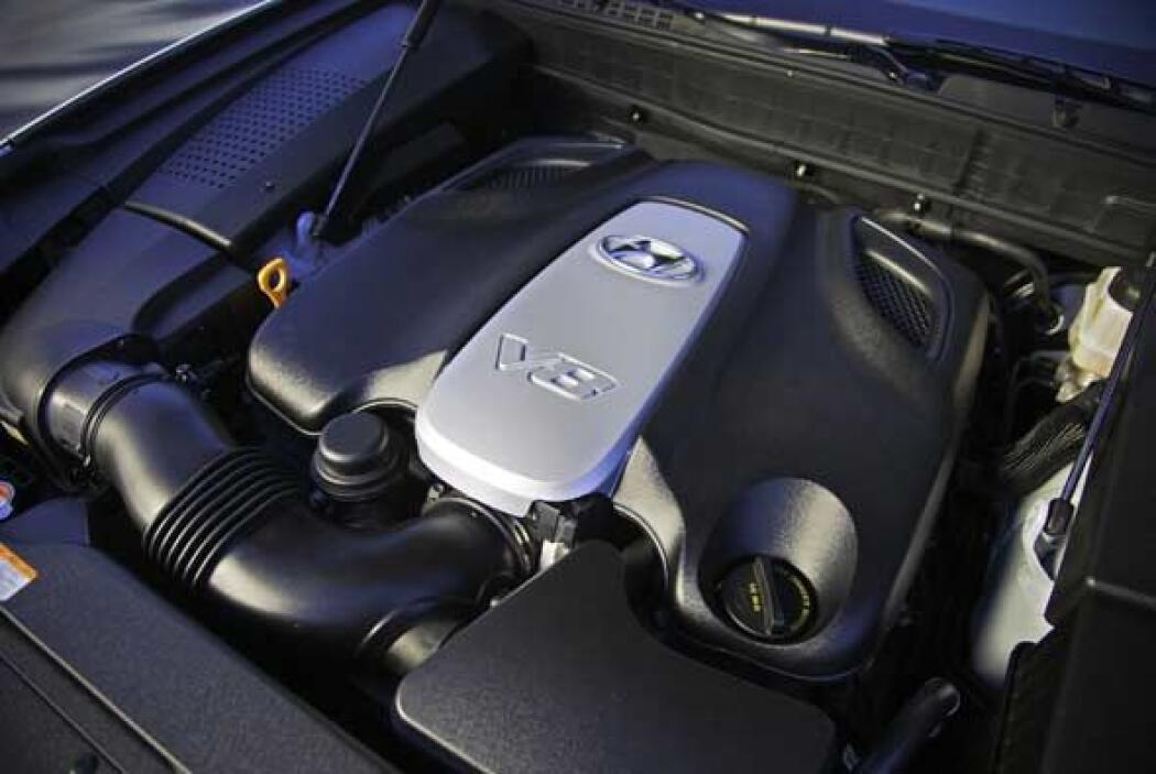 Debajo del capot tendrá el premiado motor Tau V8 4.6 litros y 385 caball...