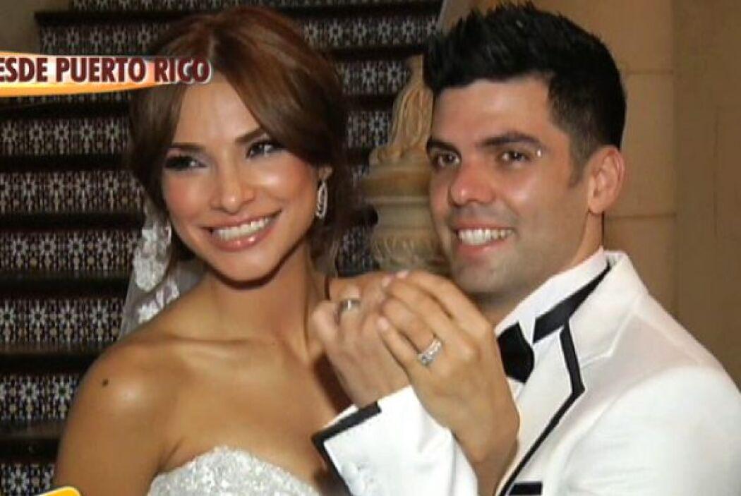 Tras la ceremonia de matrimonio, la pareja dejó que las cámaras los capt...