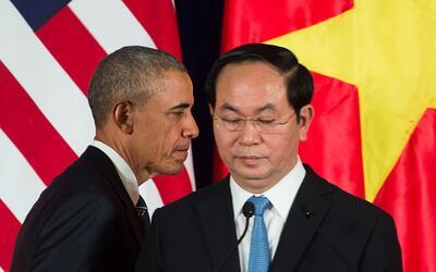 El presidente estadounidense, Barack Obama, junto a su par vietnamita, T...