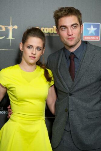 Kristen prácticamente rogó e imploró a Robert que continuaran y olvidara...