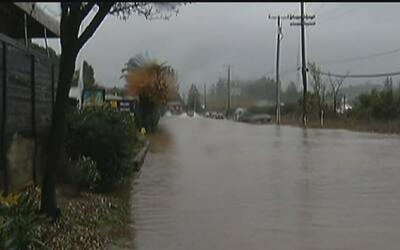 Fuerte tormenta causa inundaciones y derrumbes en el sur de California