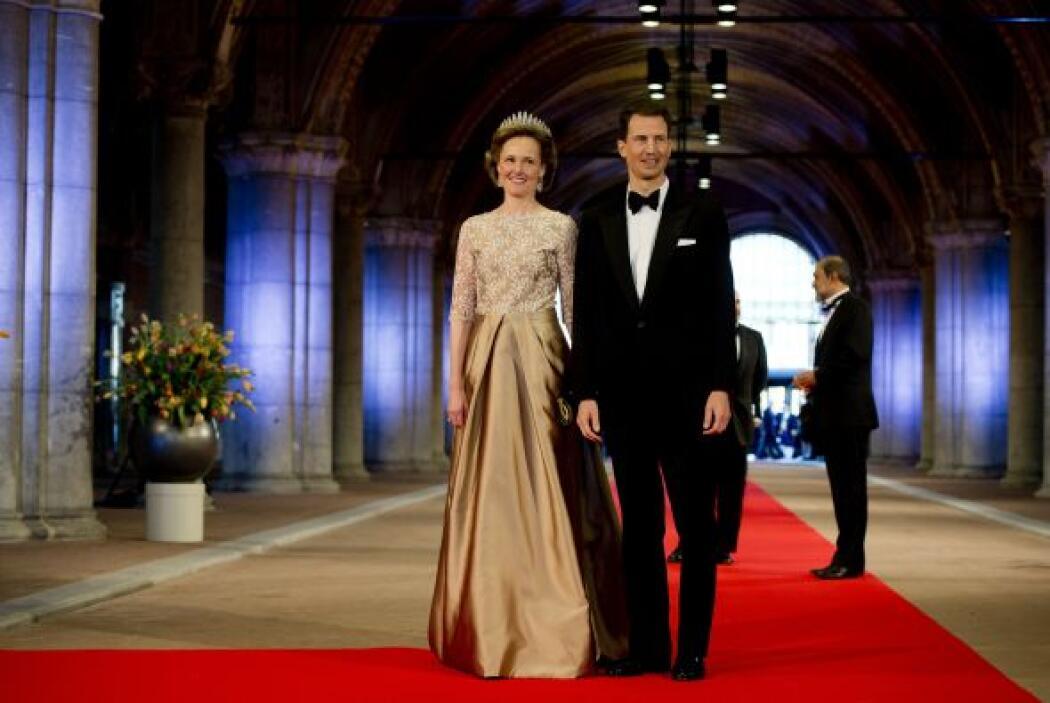 Por la alfombra roja también desfilaron la Princesa Mary y su esposo, el...