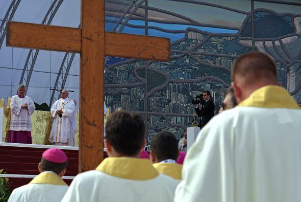 Un total de 11 mil sacerdotes, 1,500 obispos y 60 cardenales concelebrar...