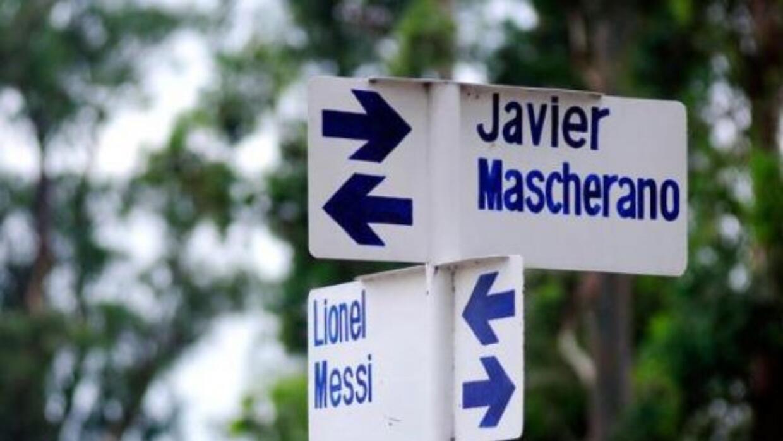 Como un homenaje, un pueblo de Tucumán, Argentina, bautizó las calles co...